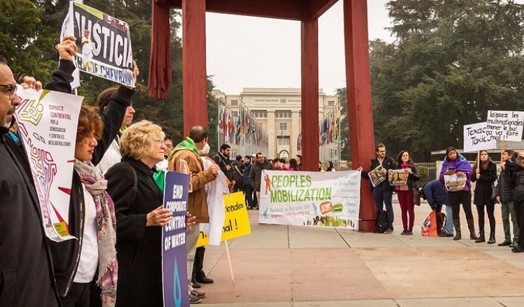 ONG de todo el mundo el sábado pasado en Ginebra exigen un tratado vinculante para  las empresas frente a las violaciones de derechos humanos