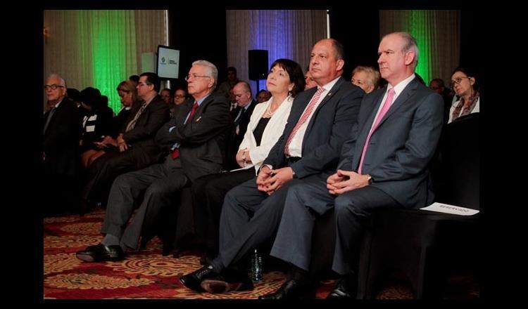Ana Isabel Solano y Juan Carlos Corrales, presidente y gerente general de la entidad. Foto: Gerson Vargas/La República