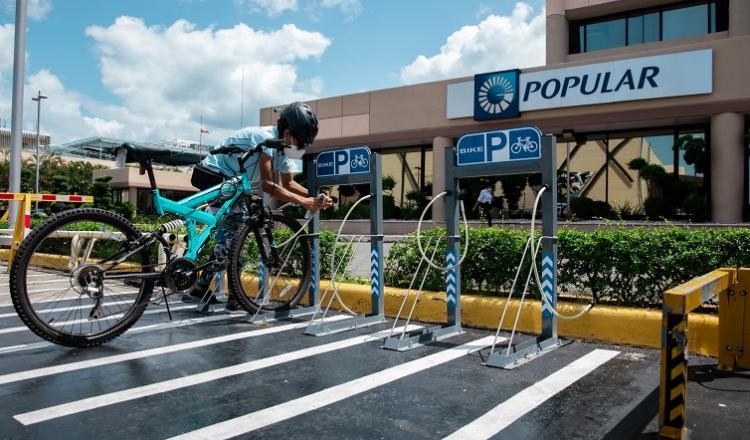 Varias oficinas del Banco Popular cuentan ya con biciparqueos.
