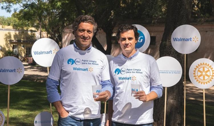 Fernando del Carril, Gerente General de P&G Argentina y Agustín Beccar Varela, Gerente General de Walmart Argentina