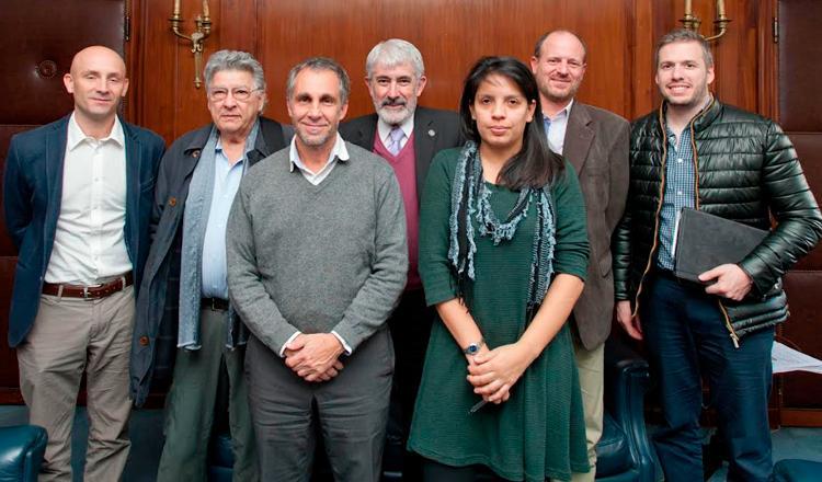 Rodríguez Tornquist, Gallopín, Gentile, Blesa, Carrizo, Moreno y Rousselot al finalizar la reunión