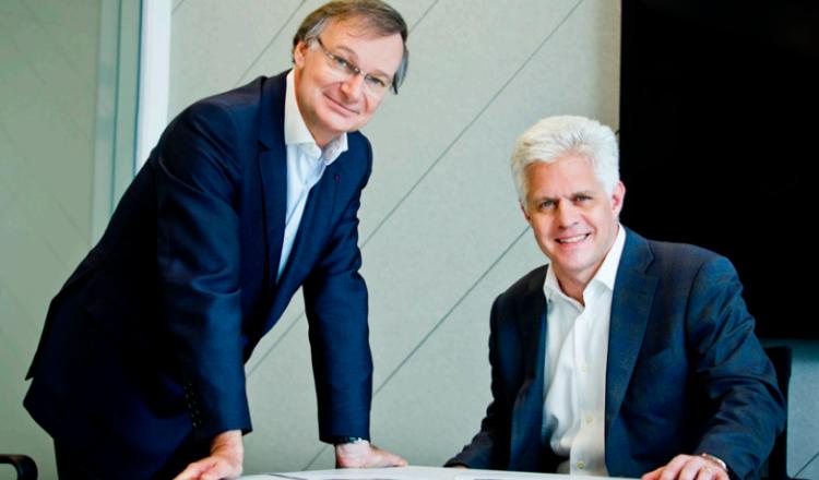 Pierre Nanterme, Presidente y Director Ejecutivo  y Chad Jerdee, Jefe de Asuntos Jurídicos y  Director de Cumplimiento